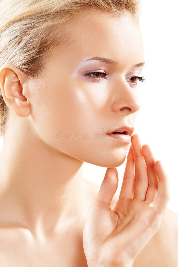 Wellness & cuidado de pele. Face modelo fêmea pura, macia fotografia de stock