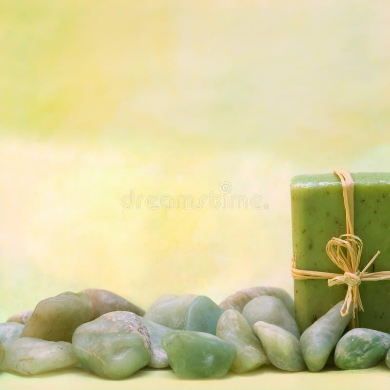 Wellness con sapone e le pietre di erbe fotografia stock libera da diritti