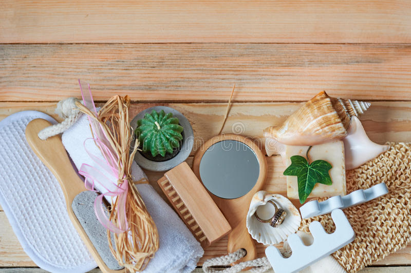 wellness för handduk för brunnsort för tvål för inställning för naturlig natur för beigestearinljusdayspa set royaltyfri foto