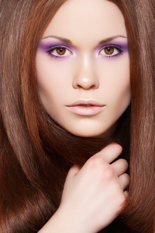 Wellness. Modelo bonito com cabelo reto longo imagens de stock royalty free