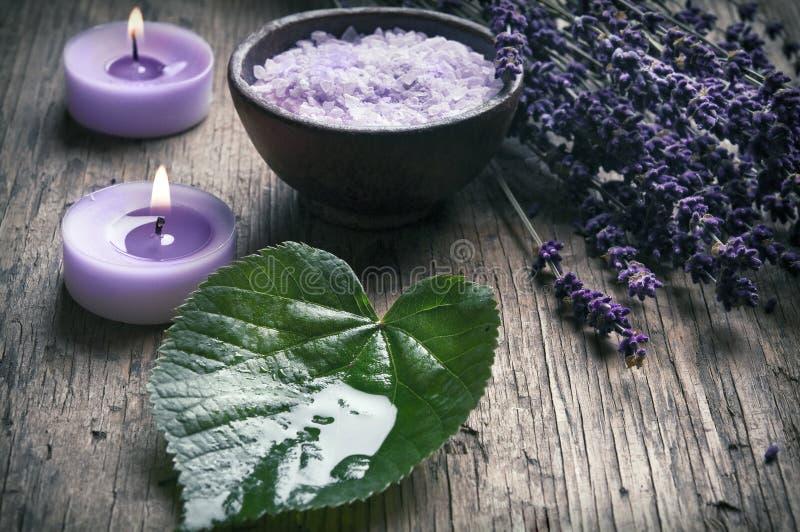 Wellness in purpere lavendelstijl stock afbeeldingen