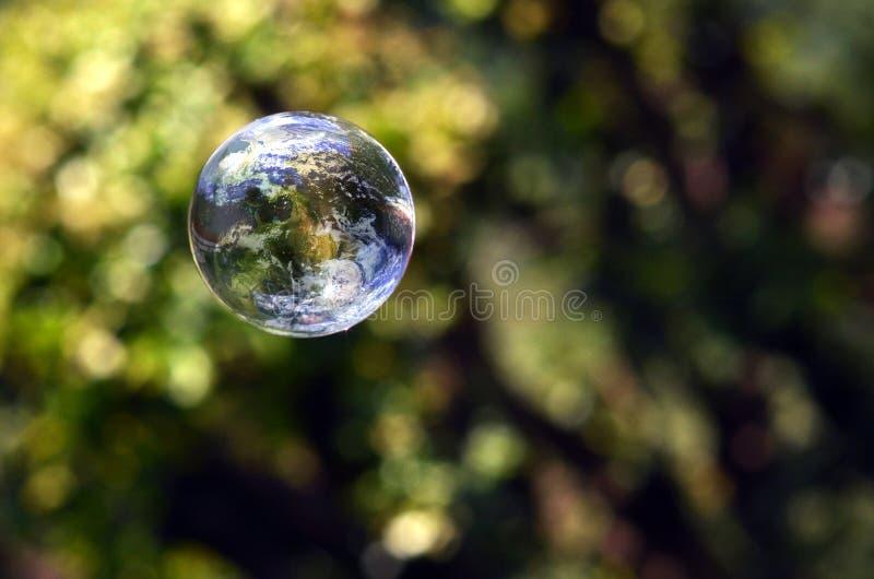 Welt in einer Luftblase lizenzfreie stockbilder