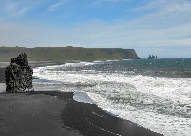 Weltberühmter Schwarzsandstrand Reynisfjara auf der Südküste von Island, Europa stockfoto