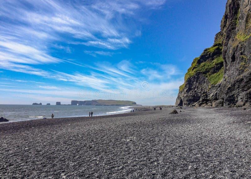 Weltberühmter Schwarzsandstrand Reynisfjara auf der Südküste von Island, Europa lizenzfreies stockfoto