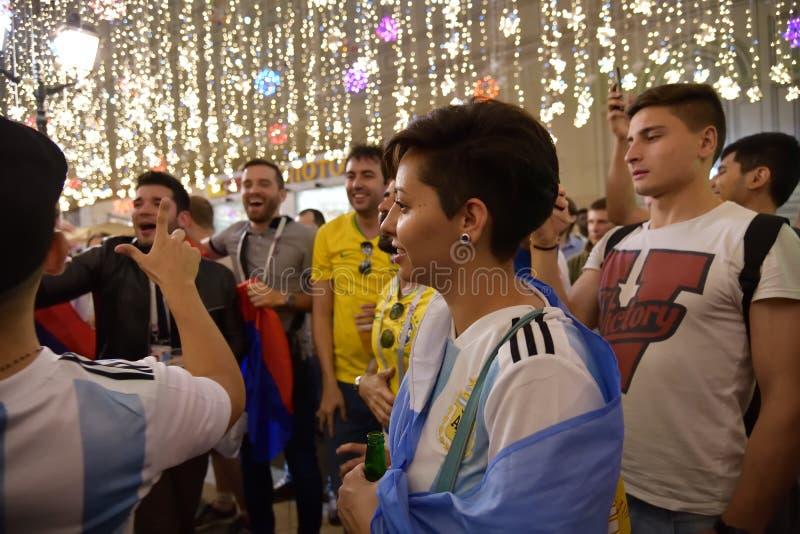 Weltcup 2018, Fußballfane auf den Straßen von Moskau lizenzfreie stockfotos