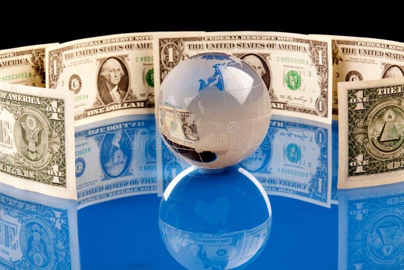 Welteinfassung durch Money lizenzfreie stockbilder