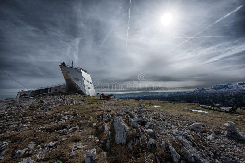 Welterbespirale & x22; 空间ship& x22;在阿尔卑斯,奥地利的观察平台,壮观 库存图片