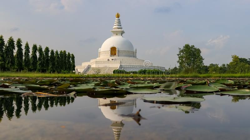 Weltfriedenspagode in Lumbini, Nepal lizenzfreies stockfoto