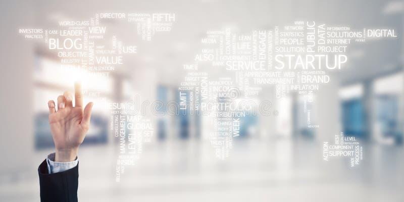 Weltkarte im Büroinnenraum als Symbol für internationales Geschäft stockfoto
