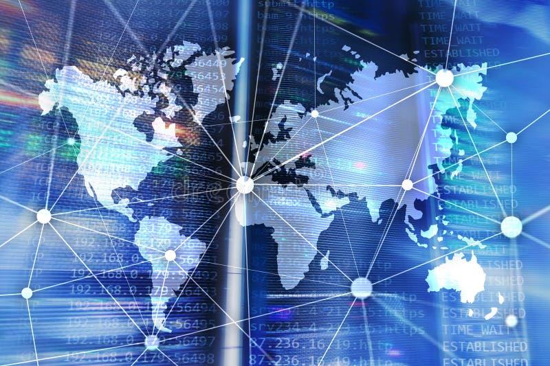 Weltkarte mit Kommunikationsnetz auf Serverraumhintergrund lizenzfreie stockfotografie