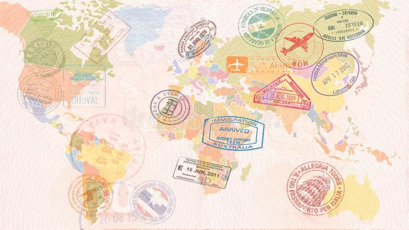 Weltkarte mit Visa, Stempel, Dichtungen kleines Auto auf Dublin-Stadtkarte stockfoto
