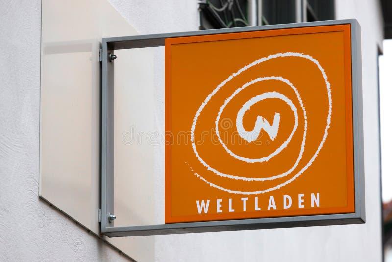Weltladen Store-skylt i dåliga örlogsgeråd arkivfoto