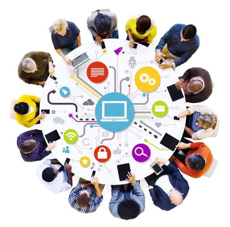 Weltleute mit Social Networking-Konzept lizenzfreies stockfoto