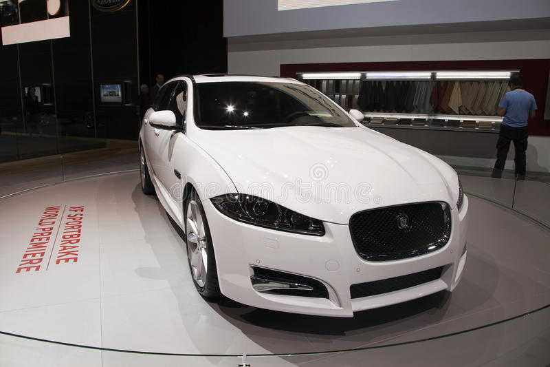 Weltpremiere des Jaguar-XF Sportbrake lizenzfreie stockbilder