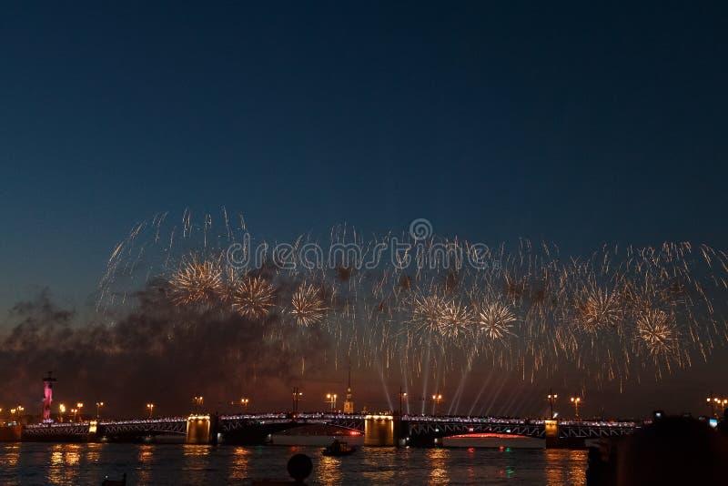 Weltrenommee Sydney Harbour NYE Fireworks Display stockfotos