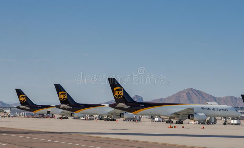 Weltweite Service-Flugzeuge UPSs an Phoenix-Flughafen, USA lizenzfreies stockfoto