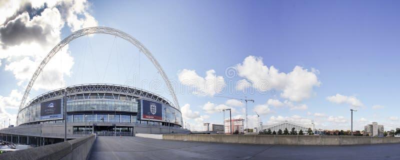 Wembley Stadion an einem sonnigen Tag lizenzfreie stockfotografie