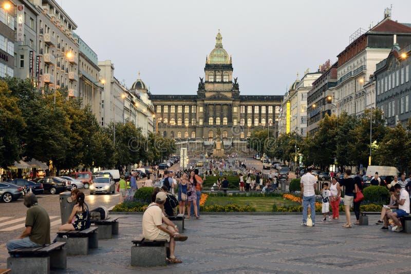 Wenceslas Square in Praag - Tsjechische Republiek stock foto's