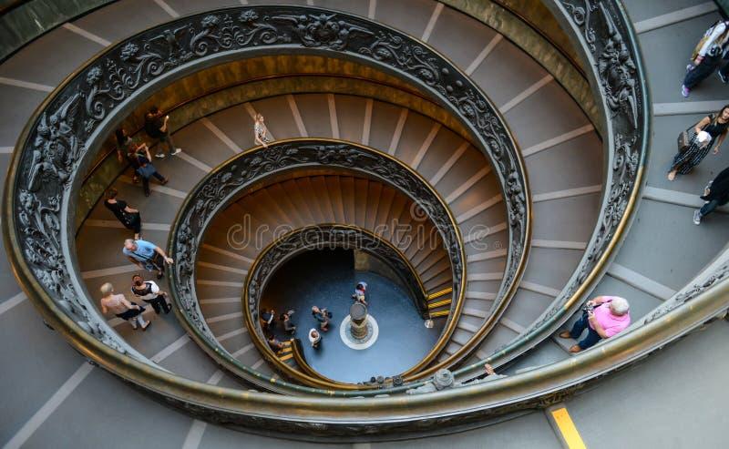 Wendeltreppe im Vatikan-Museum lizenzfreie stockbilder
