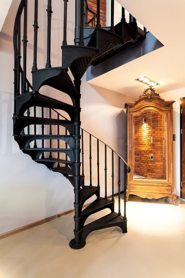 wendeltreppe und eine garderobe stockbild bild von metall flur 31872753. Black Bedroom Furniture Sets. Home Design Ideas