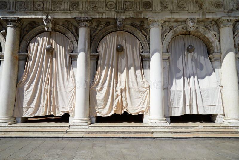Wenecja, Świątobliwe Mark kwadrata arkady markizy w pogodnym letnim dniu ja zdjęcie stock