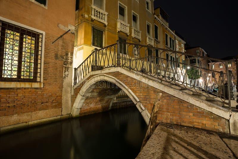 Download Wenecja aleja przy nocą obraz stock. Obraz złożonej z europejczycy - 57654597