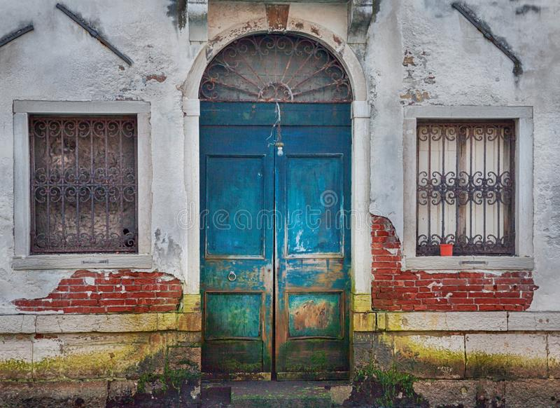 Wenecja drewniany drzwi zdjęcia royalty free