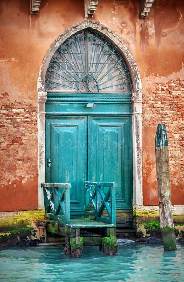 Wenecja drewniany drzwi fotografia royalty free