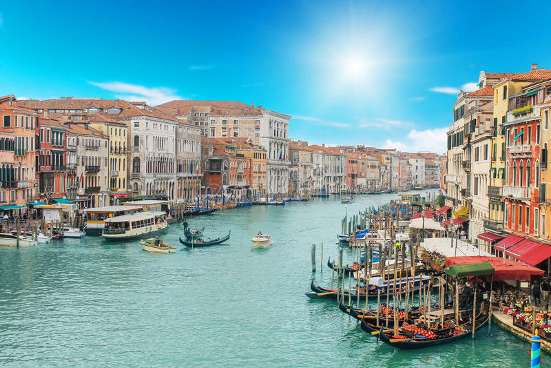 Wenecja kanał na słonecznych dniach i miasto obrazy royalty free