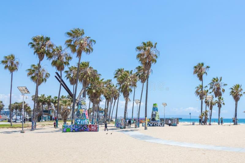 WENECJA STANY ZJEDNOCZONE, MAJ, - 21, 2015: Oceanu przodu spacer przy Venice Beach, Kalifornia Venice Beach jest jeden popularny obrazy stock