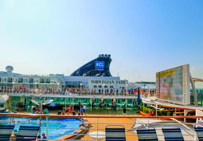 Wenecja Włochy, Czerwiec, - 06, 2015: Statek wycieczkowy świetność morza Królewskim Karaibskim zawody międzynarodowi zdjęcia royalty free