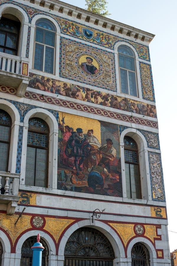 Wenecja, Włochy - 07 2018 Maj: Widok Palazzo Da Mula Morosini od kanał grande Czerep budynek z mozaiką obraz royalty free