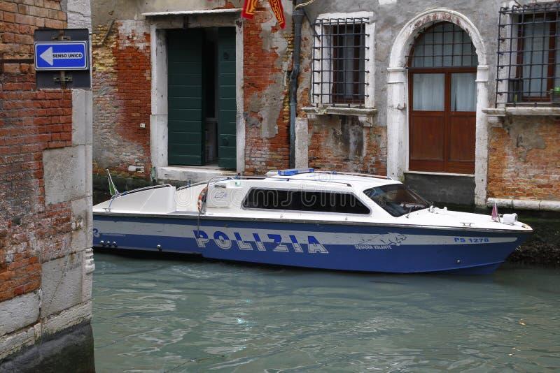 Wenecja, Włochy - Milicyjny motorboat przy pracą fotografia royalty free
