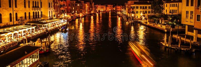 WENECJA WŁOCHY, SIERPIEŃ, - 19, 2016: Panoramiczny widok na pejzażu miejskim kanał grande na Sierpień 19, 2016 w Wenecja, Włochy zdjęcia royalty free