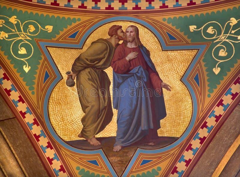 Wenen - de Fresko van Judas verraadt Jesus met de kusscène in zijschip van Altlerchenfelder-kerk stock foto's