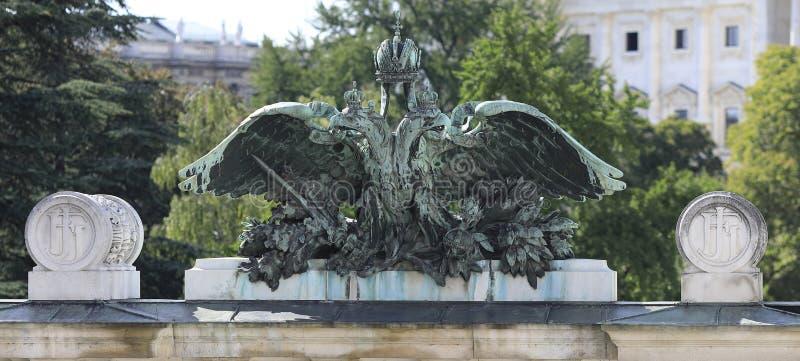 Wenen: De Oostenrijkse en Hongaarse Monarchie dubbele adelaar stock foto