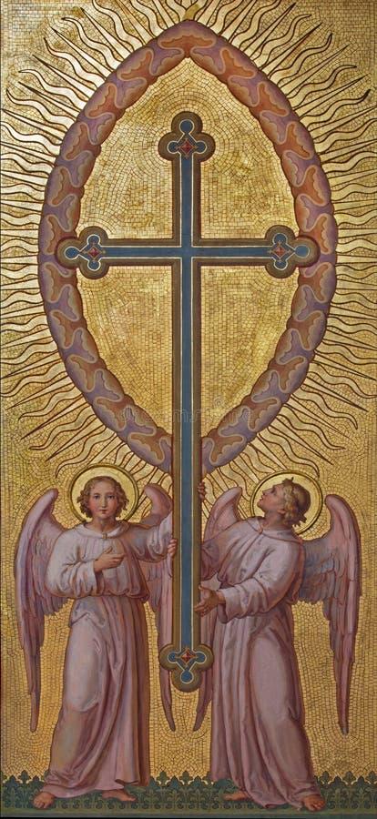 Wenen - Engelen met het kruis door Josef Kastner 1906 - 1911 in Carmelites-kerk in Dobling royalty-vrije stock foto's