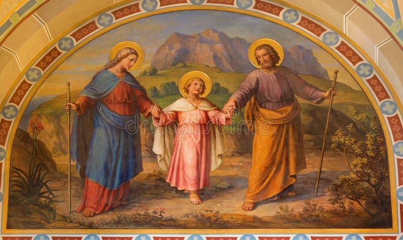 Wenen - Fresko van Heilige Familie door Josef Kastner vanaf 1906 - 1911 in Carmelites-kerk in Dobling. stock foto's