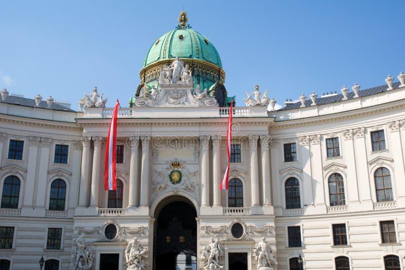 WENEN, OOSTENRIJK - 29 APRIL, 2017: Beroemde ingang van het Hofburg-Paleis in Wenen Het was het hoofd van Habsburg ` stock fotografie