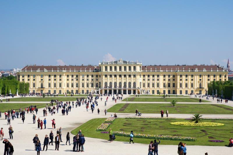 WENEN, OOSTENRIJK - 30 APRIL, 2017: Schonbrunnpaleis in Wenen Het ` s een vroegere keizer de zomerwoonplaats van 1441 ruimterococ stock afbeelding