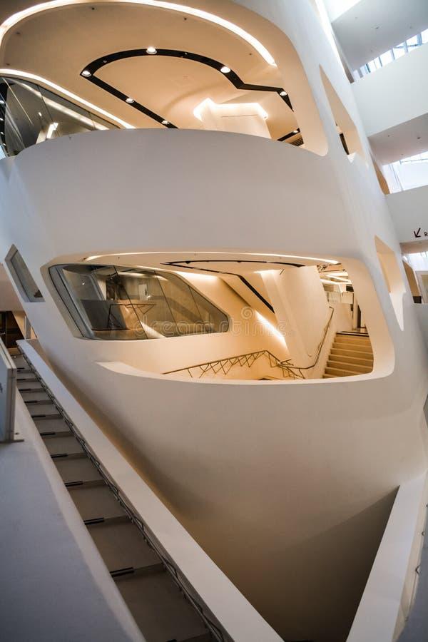Wenen, Oostenrijk 2 03 2019 Bibliotheek van de Economische Universiteit De moderne bouw binnen royalty-vrije stock afbeeldingen