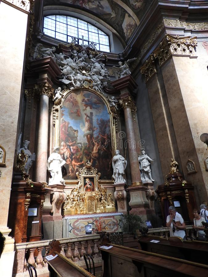 Wenen, Oostenrijk-29 07 2018: binnenland van St Peter Peterskirche Church, Barokke Rooms-katholieke parochiekerk in Wenen, Oosten stock foto's