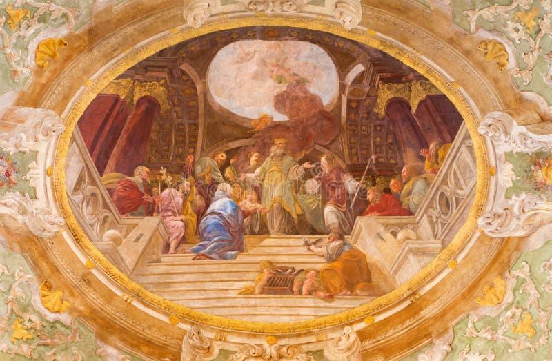WENEN, OOSTENRIJK - DECEMBER 19, 2016: De plafondfresko van de Presentatie van Jesus in de Tempel in kerk Mariahilfer Kirche stock afbeelding