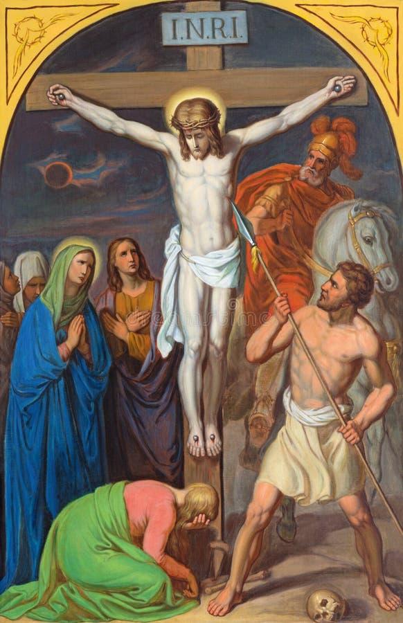 WENEN, OOSTENRIJK - DECEMBER 19, 2016: De schilderende Jesus sterft op het kruis in kerk kirche St Laurenz stock afbeeldingen