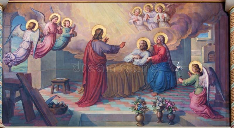 WENEN, OOSTENRIJK - FEBRUARI 17, 2014: Fresko van de dood van st Joseph door Josef Kastner vanaf 1906 - 1911 in Carmelites-kerk stock foto