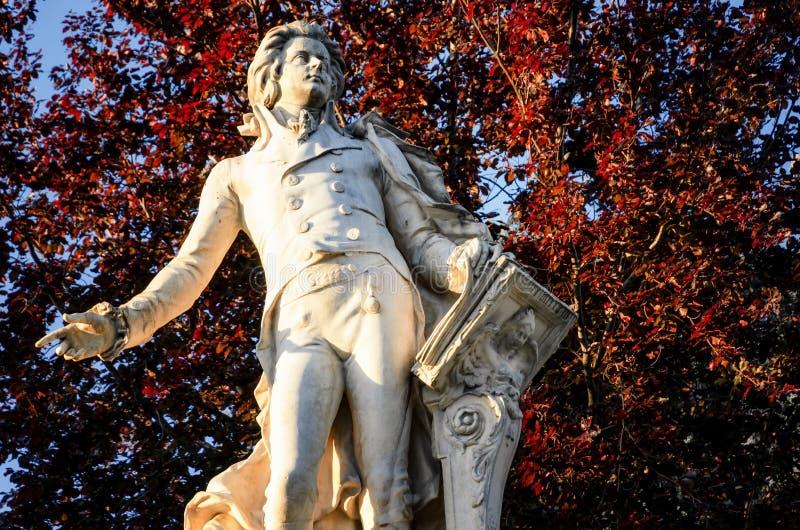 Wenen, standbeeld van Mozart stock foto