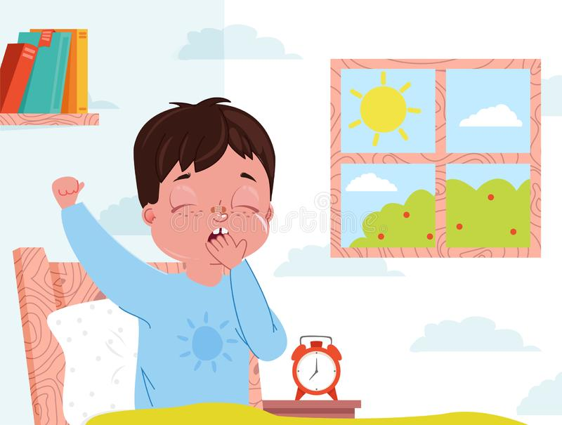 Wenig Kinderjunge wachen morgens auf Kinderschlafzimmerinnenraum Fenster mit Sonnentag Wecker neben dem Bett stock abbildung