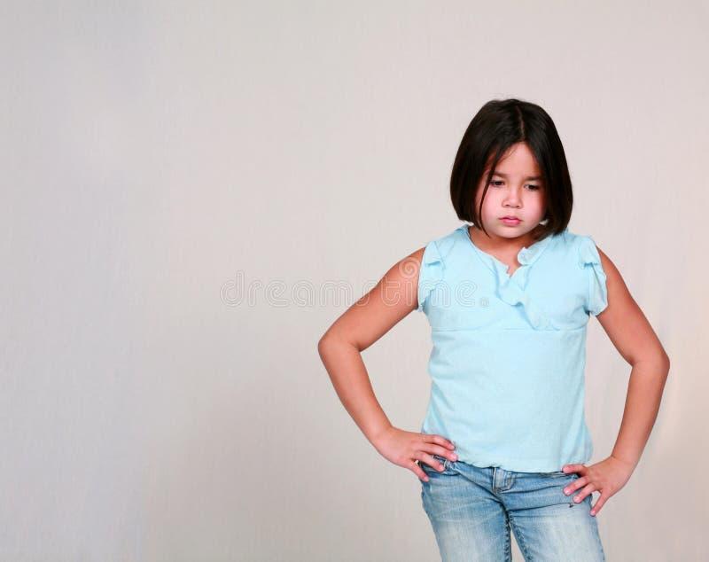 Wenig Latina-Mädchen-Schmollen stockbilder