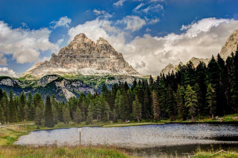 Download Wenig See Nahe Cortina D'Ampezzo, Italien. Stockbild - Bild von kristall, wasser: 26371349