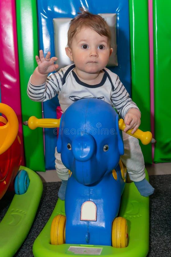 Wenig Tikeselefantdia und gl?ckliches Baby stockfotografie